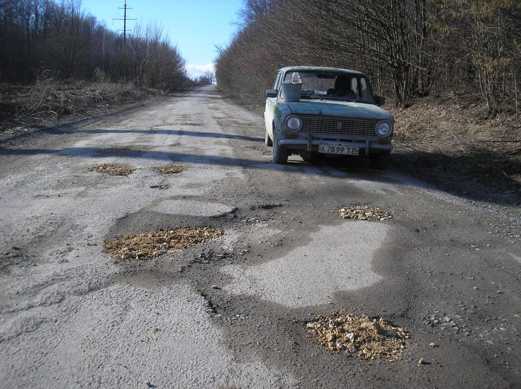 На Тернопільщині чоловік за два дні самотужки засипав понад 50 ям на дорозі (ФОТО), фото-3