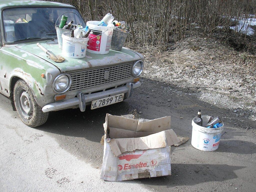 На Тернопільщині чоловік за два дні самотужки засипав понад 50 ям на дорозі (ФОТО), фото-2