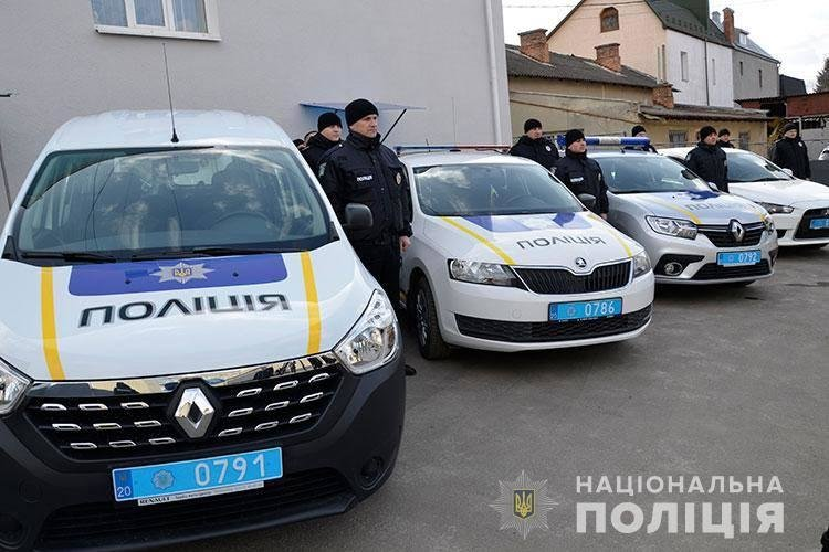 Нові авто тернопільської поліції освятив священик (ФОТО), фото-1