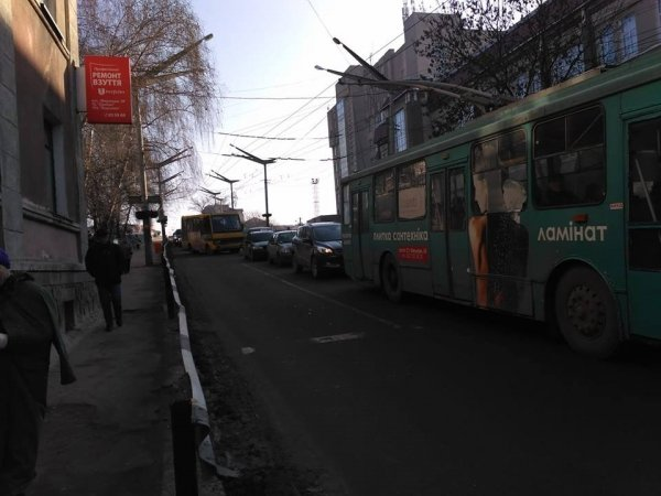 У Тернополі маршрутка з підковою роз'їжджає по місту з порушенням правил дорожнього руху (ФОТО, ВІДЕО), фото-1