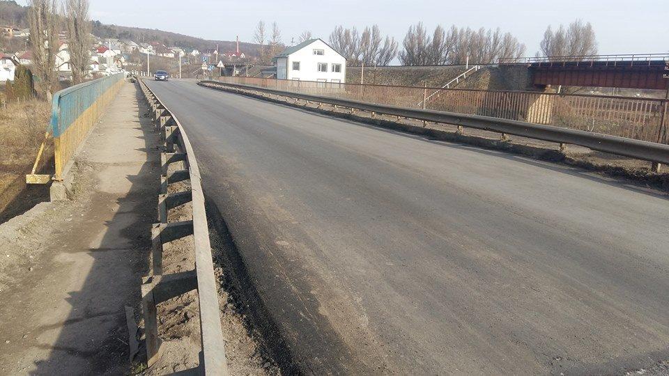 """На Тернопільщині відремонтували дорогу через міст, що нагадувала """"веселі гірки"""" (ФОТОФАКТ), фото-1"""