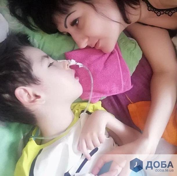 Врятувати Максимка неможливо, але його мама просить полегшити страждання, фото-3