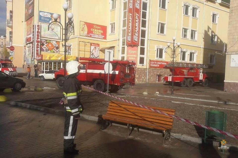 На Тернопільщині  шквальний вітер зірвав покрівлю у 500 кв. м (ФОТОФАКТ), фото-2