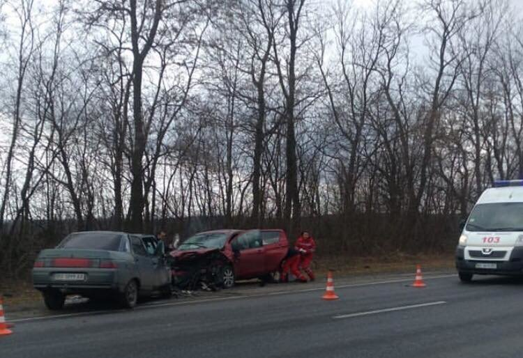 """На Тернопільщині трапилась ДТП, дві автівки зіштовхнулись """"лоб в лоб"""" (ФОТО), фото-1"""