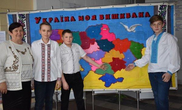 Унікальну вишиту карту України тернопільські майстри представили у Запоріжжі (ФОТО), фото-2