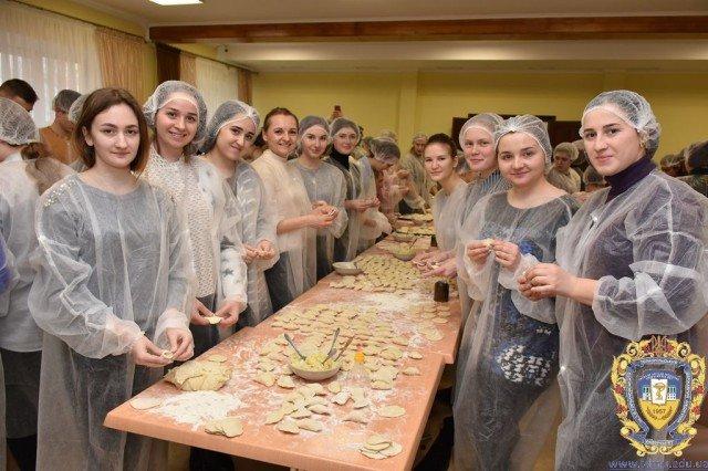 40 відер вареників приготував колектив тернопільського університету для українських військових (ФОТО), фото-4