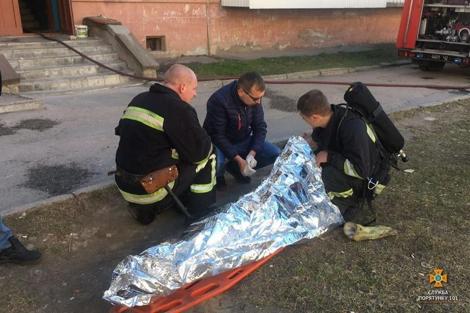 Тернополянин ледь не згорів живцем у власній квартирі на вулиці Карпенка (ФОТО), фото-1