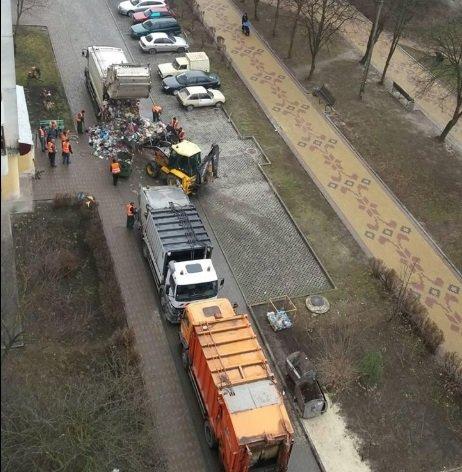 В Тернополі на Куліша зі сміттєвоза вивалились десятки кілограмів відходів (Фото), фото-1