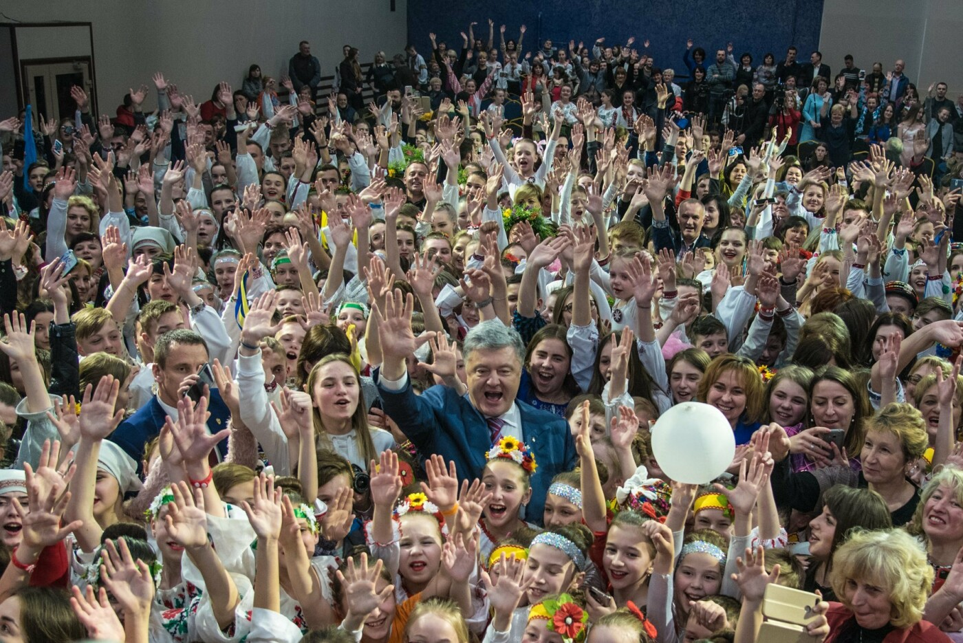 """На Тернопільщині встановили рекорд: наймасовіше виконання пісні """"Вставай Сонце"""" (Фото), фото-2"""
