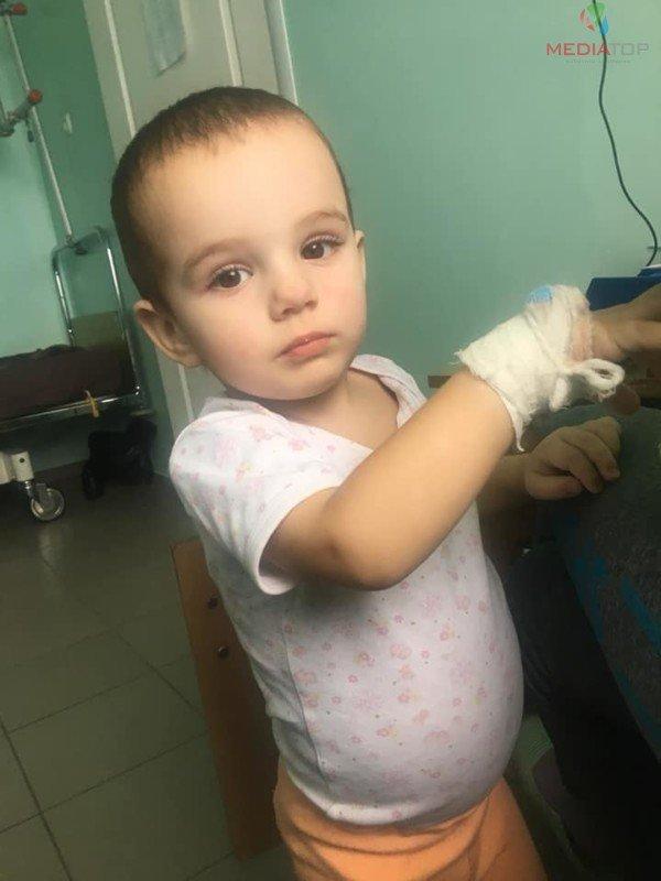 """""""2-річний Матвійко потребує допомоги"""": в центрі Тернополя продають солодощі, аби зібрати кошти для онкохворого хлопчика (ФОТО), фото-1"""