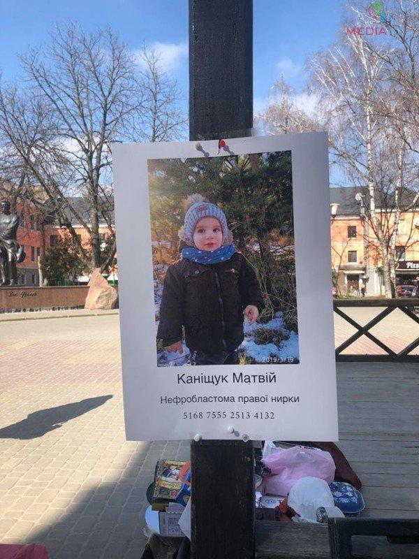 """""""2-річний Матвійко потребує допомоги"""": в центрі Тернополя продають солодощі, аби зібрати кошти для онкохворого хлопчика (ФОТО), фото-3"""