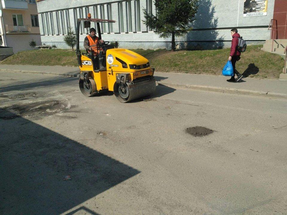 """Тернополянин самотужки засипав ями на дорозі, а йому тепер за це """"вангують"""" штраф (Фото), фото-5"""