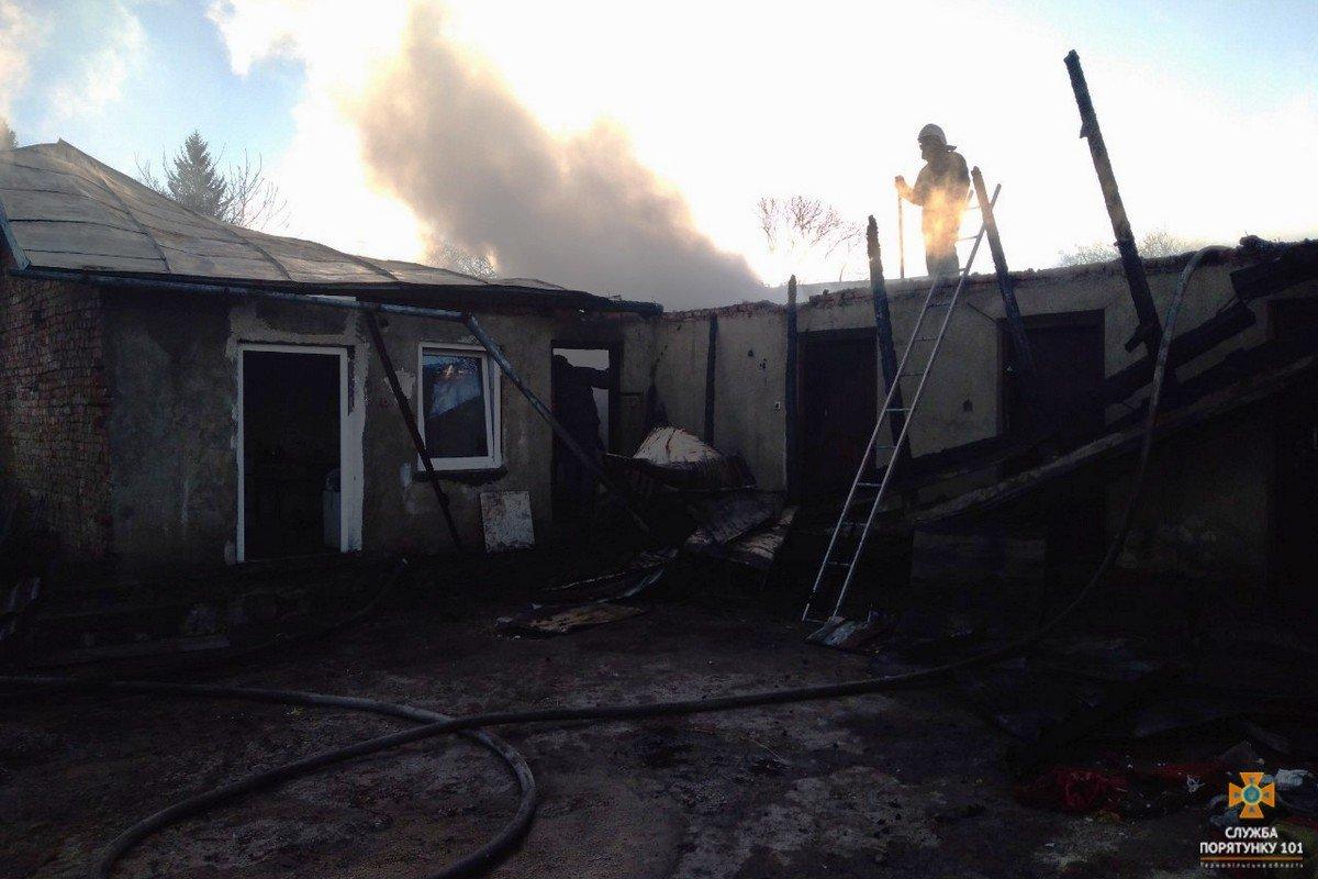В Тернопільській області за добу загорілось п'ять будинків, під час однієї з пожеж рятувальники виявили тіло власника (ФОТО), фото-2