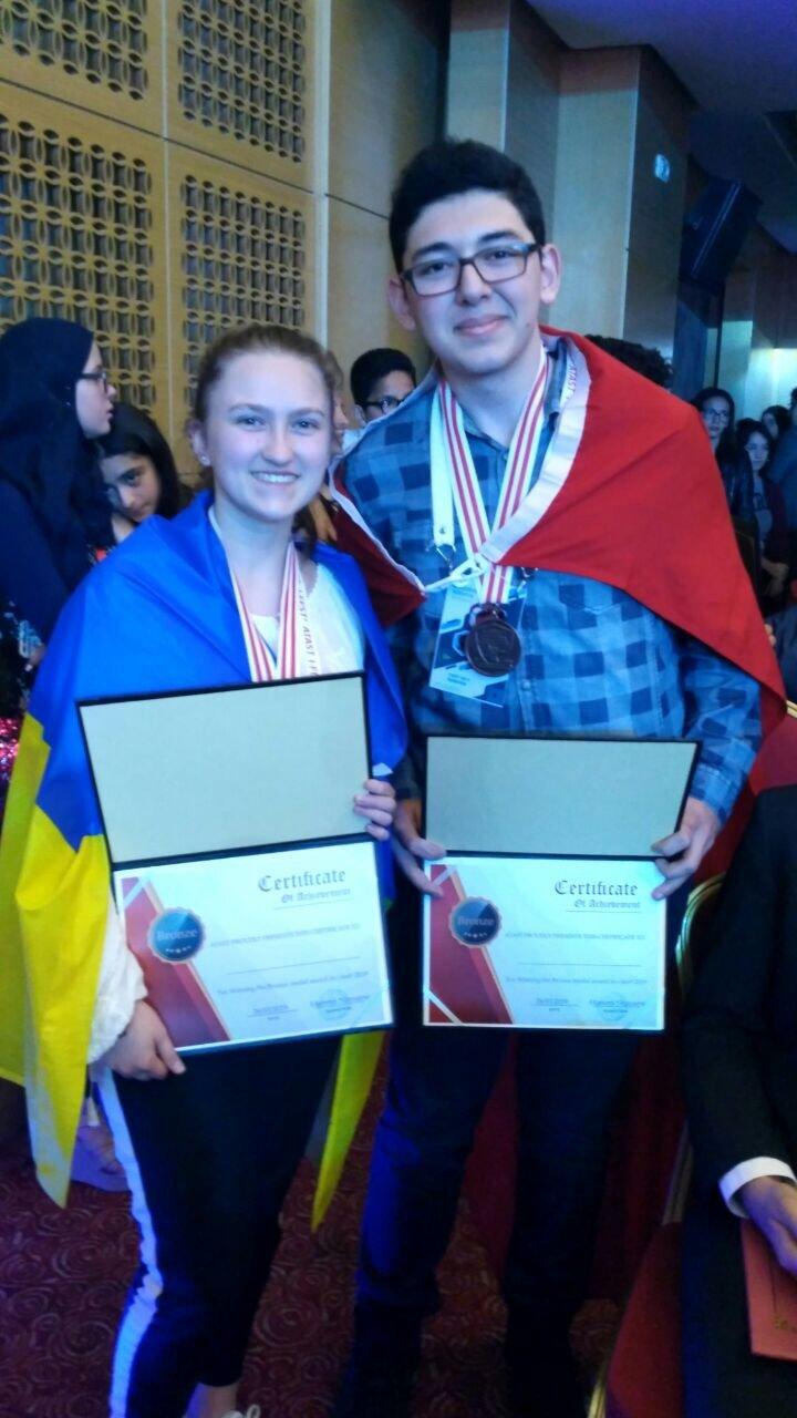 В Тунісі тернопільська школярка за свою наукову роботу отримала бронзову медаль (ФОТО), фото-1