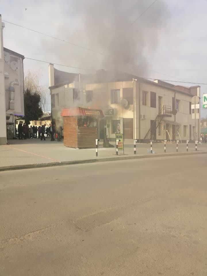 Біля автовокзалу в Тернополі згорів популярний кіоск швидкого харчування (ФОТО), фото-2
