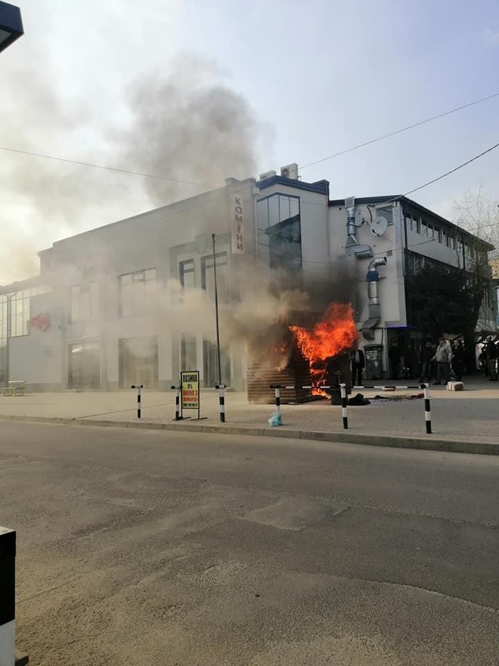 Біля автовокзалу в Тернополі згорів популярний кіоск швидкого харчування (ФОТО), фото-1