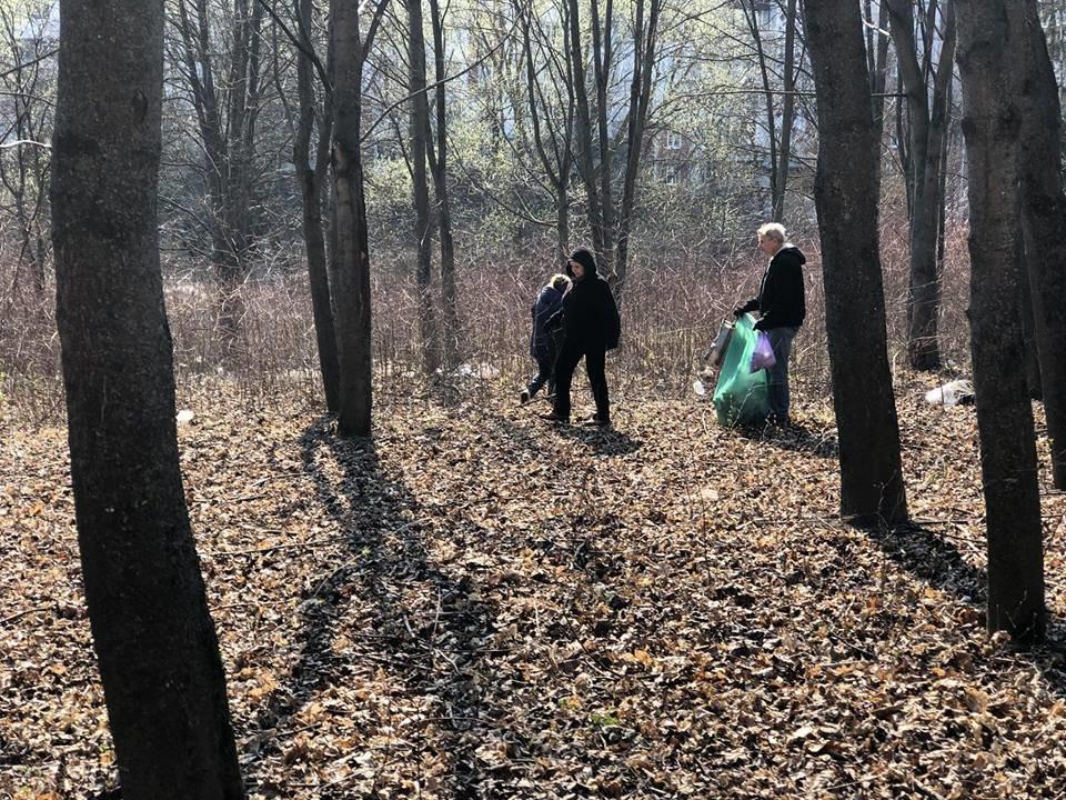 Понад 30 пакетів сміття зібрали небайдужі тернополяни вздовж проспекту Злуки (ФОТО), фото-2