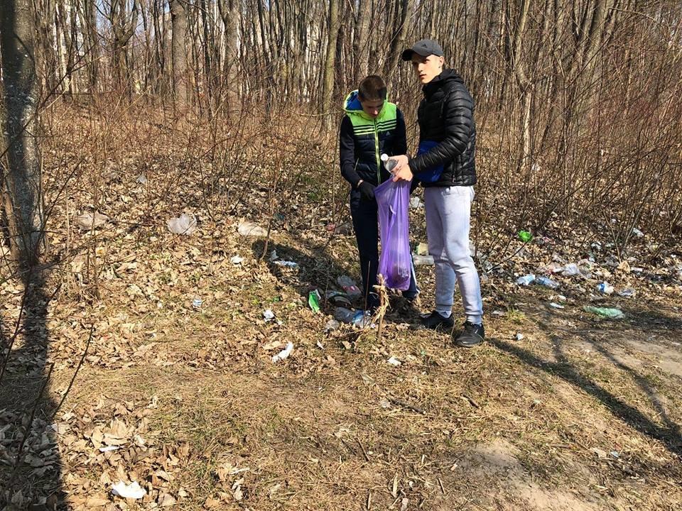 Понад 30 пакетів сміття зібрали небайдужі тернополяни вздовж проспекту Злуки (ФОТО), фото-4