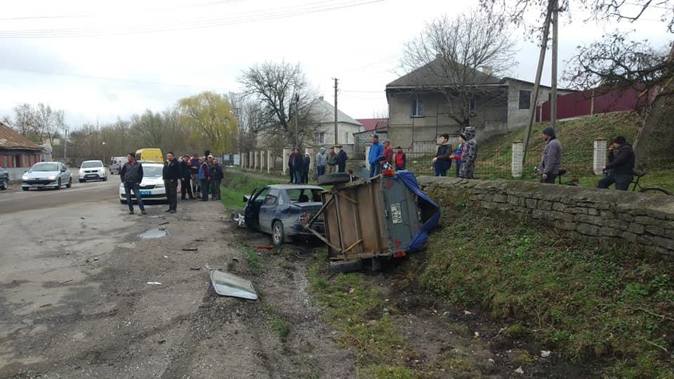 На Тернопільщині трапилась аварія, одна з автівок разом з причепом вилетіла у кювет (ФОТО), фото-5