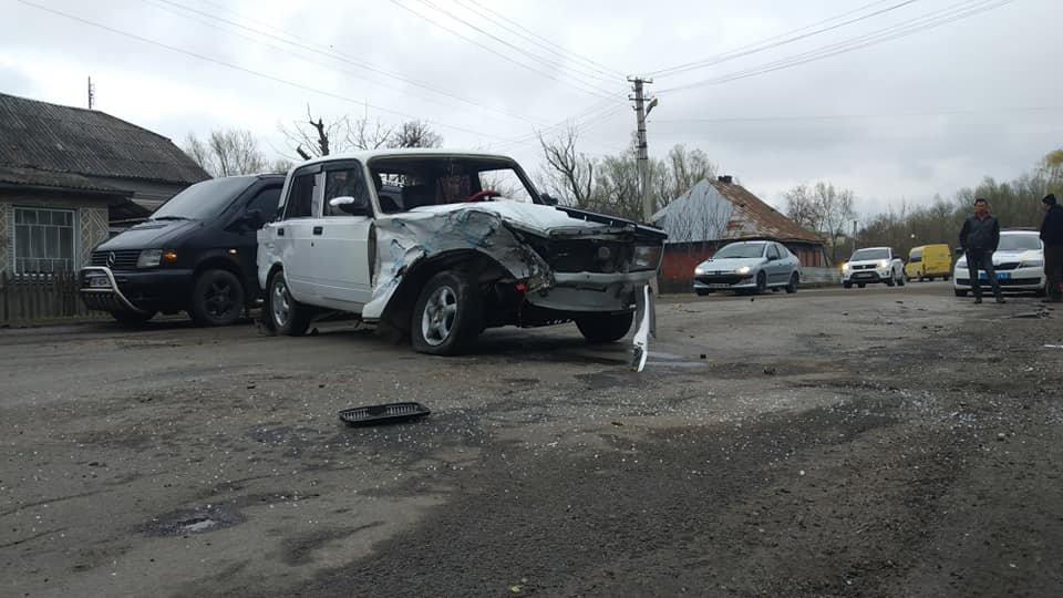 На Тернопільщині трапилась аварія, одна з автівок разом з причепом вилетіла у кювет (ФОТО), фото-3