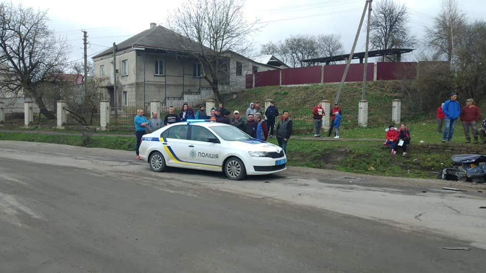 На Тернопільщині трапилась аварія, одна з автівок разом з причепом вилетіла у кювет (ФОТО), фото-1