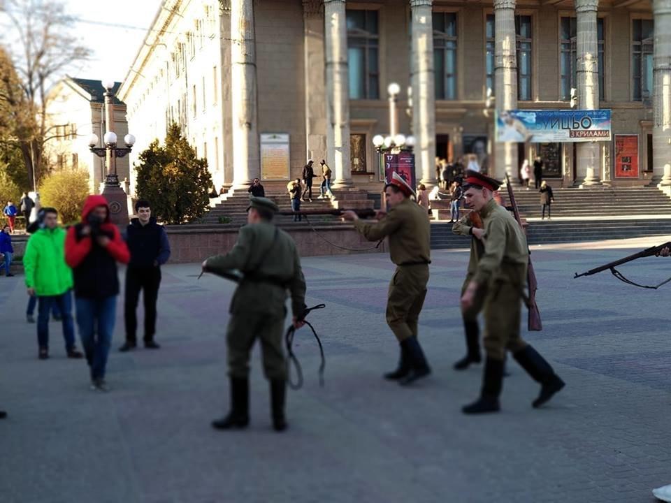 Вершник на коні, бійці з гвинтівками: що робилося вчора на вулицях Тернополя (Фото, відео), фото-4