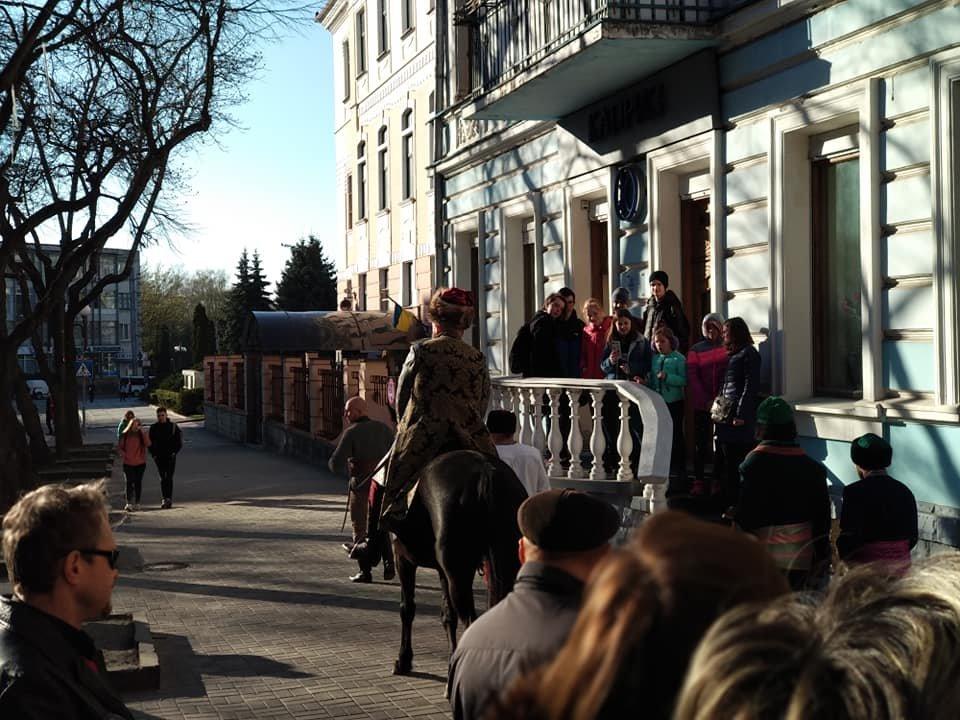 Вершник на коні, бійці з гвинтівками: що робилося вчора на вулицях Тернополя (Фото, відео), фото-6