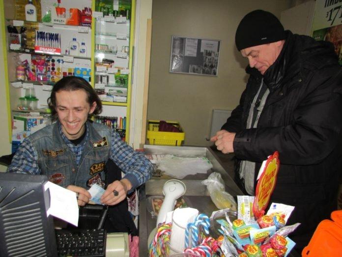 """""""Крадуть переважно продукти"""": після 9 місяців на війні тернопільський рокер пішов працювати продавцем (ФОТО), фото-1"""
