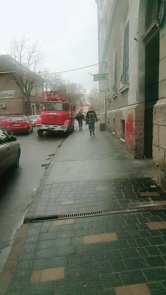 У центрі Тернополя пожежа: загорівся будинок, в якому розміщені управління міськради (ФОТО), фото-2