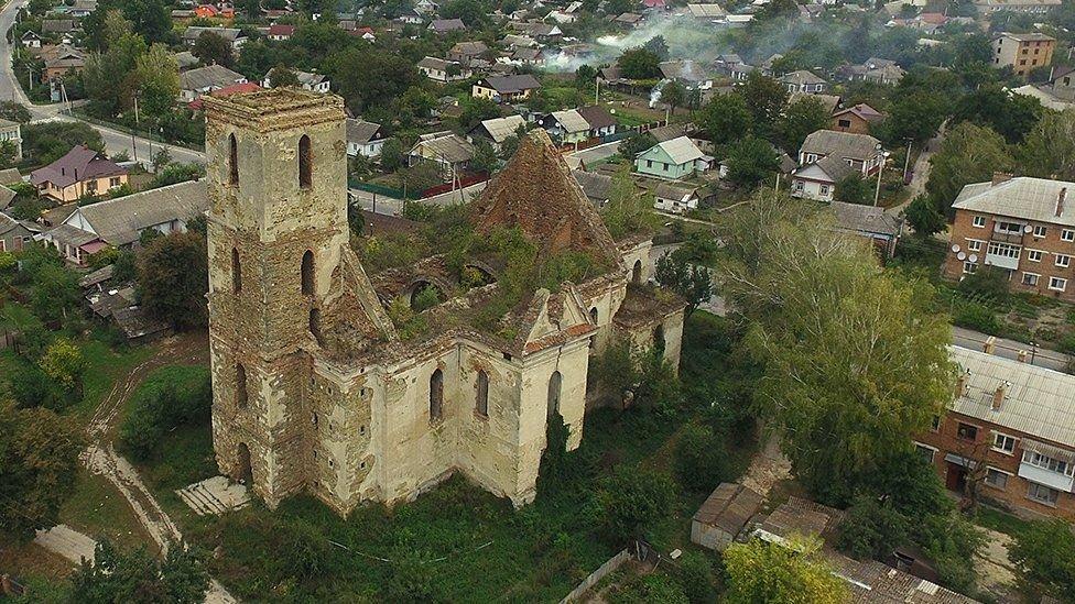 Згарище Собору Паризьзої Богоматері: на Тернопільщині також є три собори, яких ще можна врятувати (ФОТО), фото-1