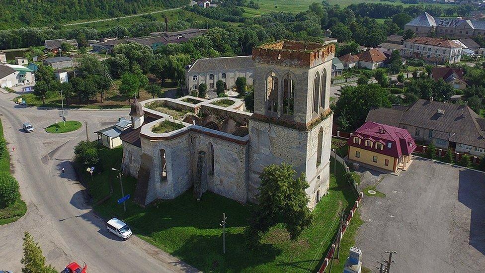 Згарище Собору Паризьзої Богоматері: на Тернопільщині також є три собори, яких ще можна врятувати (ФОТО), фото-2