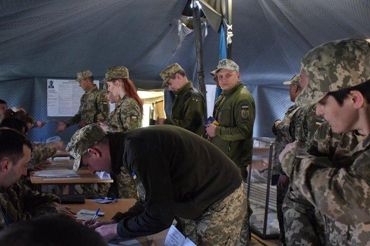 Як голосують тернопільські захисники у зоні бойових дій (ФОТО), фото-3