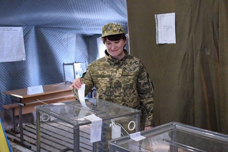 Як голосують тернопільські захисники у зоні бойових дій (ФОТО), фото-1