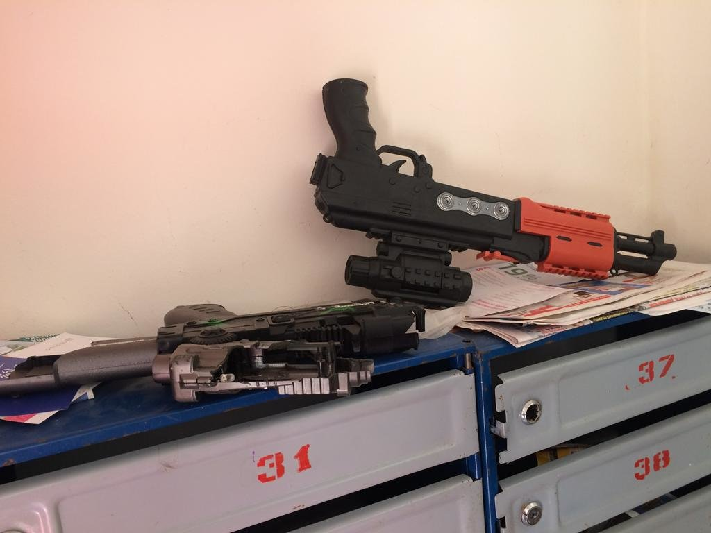 Два автомати на поштовій скриньці перелякали мешканців будинку у Тернополі (ФОТОФАКТ), фото-6