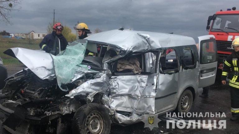 На Волині зіткнулись легківка та рейсовий автобус з Тернополя: є загиблі (Фото), фото-1