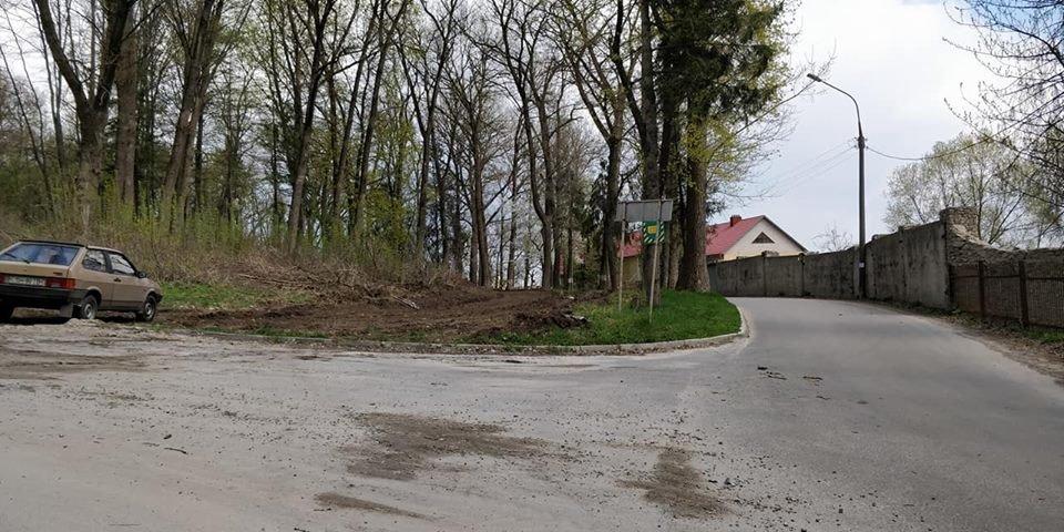 В Тернополі попри дорогу на Дальній пляж облаштовують тротуар (Фото), фото-1