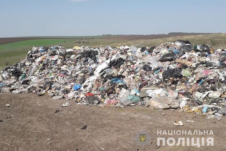На Тернопільщині скинули дві вантажівки сміття з сусідньої області (Фото), фото-2