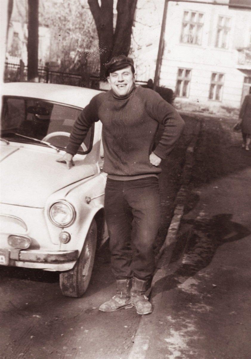 """""""Останній """"Запорожець"""""""": тернополянин все життя їздить на  раритетному автомобілі (ФОТО), фото-1"""