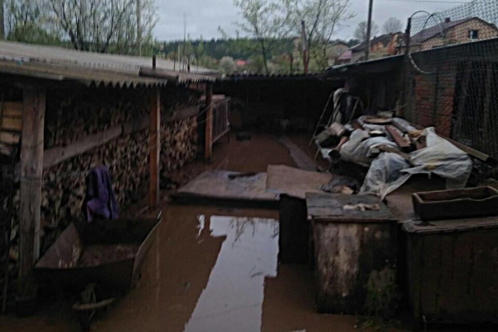 Негода наробила біди на Тернопільщині: затоплені двори, пошкоджений транспорт, евакуація людей (фото, відео), фото-3