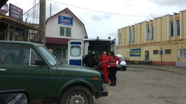 """На Тернопільщині біля """"Універмагу"""" померла людина, бо """"швидка"""" не поспішала? (ФОТО), фото-1"""