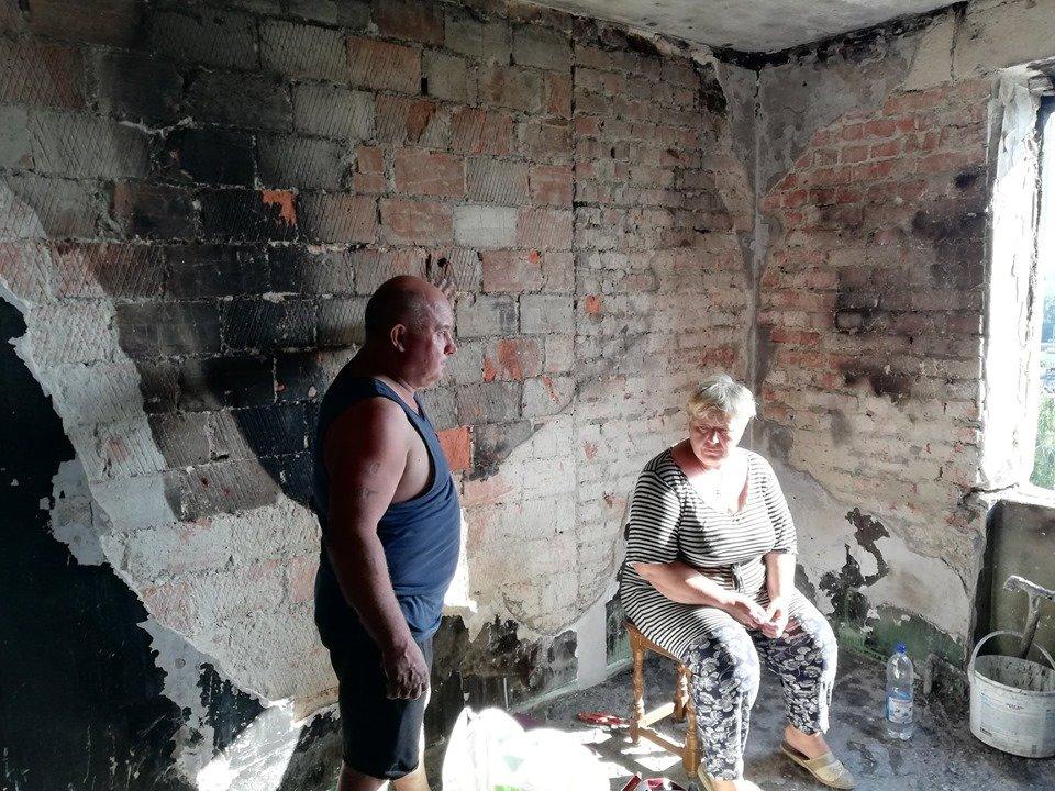 """""""Серед ночі внук від диму почав кашляти і розбудив батьків"""": в Тернополі дощенту згоріла квартира (ФОТО), фото-1"""