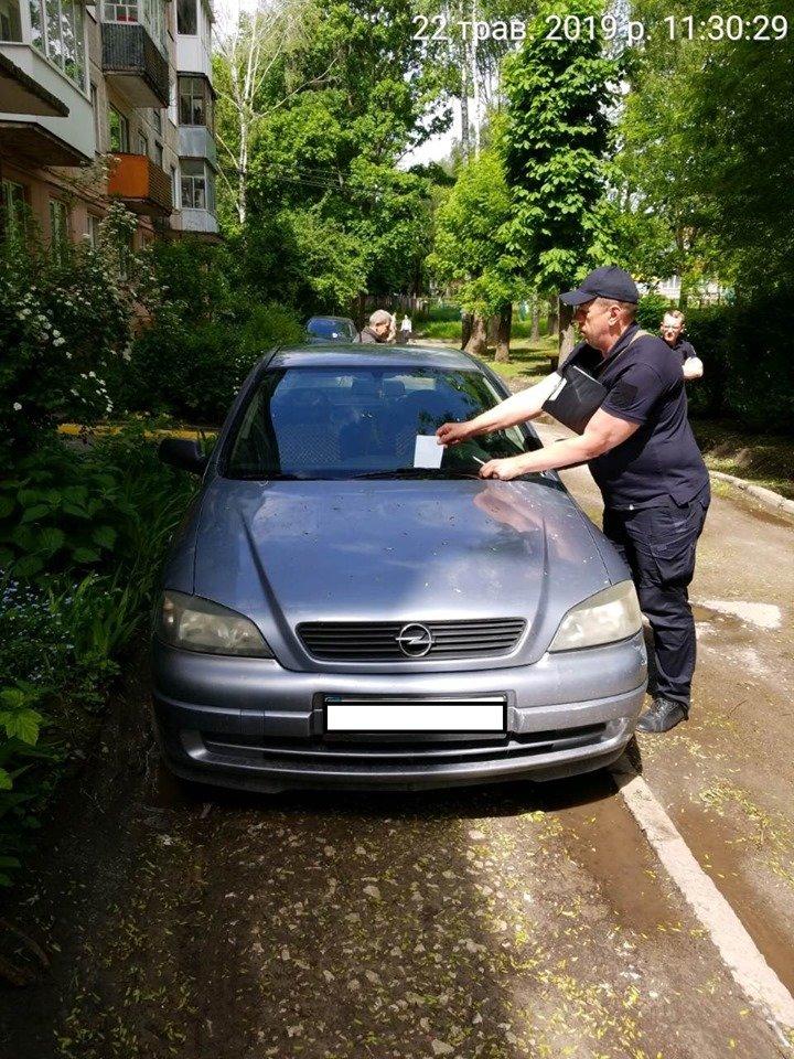 Понад 2 000 тернополян порушують правила зупинки,  стоянки та паркування своїх автівок, - висновки патрульних (ФОТОФАКТ), фото-1
