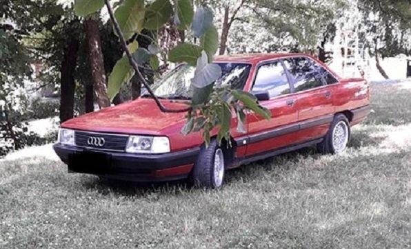 На зауваження не реагує і агресивно поводиться: в Тернополі водій припаркував авто на дитмайданчику (ФОТО), фото-1