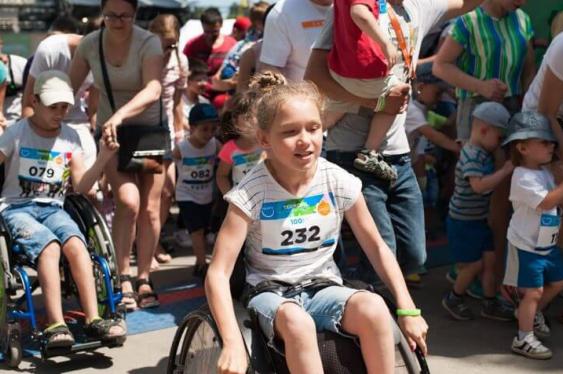 Тернопільські ентузіасти допомагають діткам на інвалідних візках підкорювати вершини (ФОТОФАКТ), фото-2