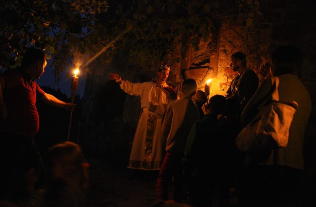 Подорожі нічним містом з факелами та справжнім князем: у містечку на Тернопільщині проводять найатмосферніші екскурсії  (ФОТО, ВІДЕО), фото-2