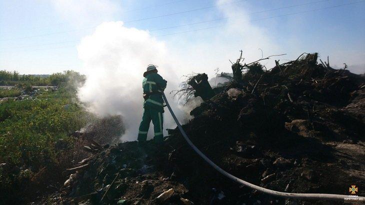 Масштабна пожежа на сміттєзвалищі в Тернопільській області: загорілось понад 3 га відходів (ВІДЕО), фото-2