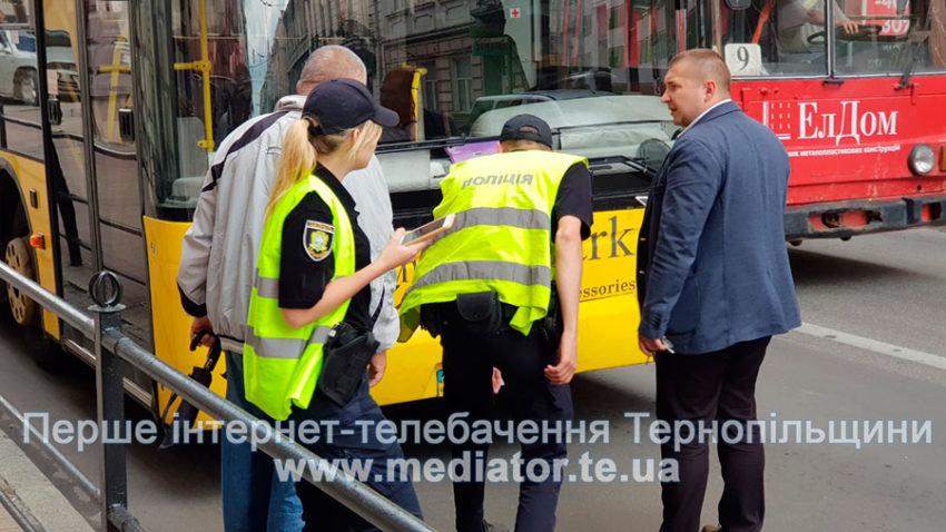 У центрі Тернополя автобус збив пішохода (ФОТОФАКТ), фото-2