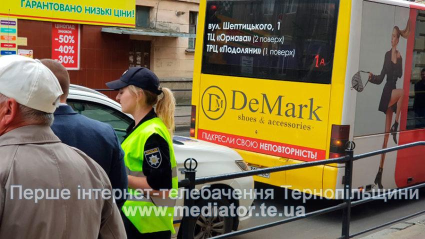 У центрі Тернополя автобус збив пішохода (ФОТОФАКТ), фото-1