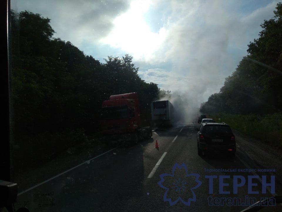 На Тернопільщині дощенту згоріла вантажівка: утворились затори, а стовп диму було видно на кількасот метрів (ФОТОФАКТ), фото-2
