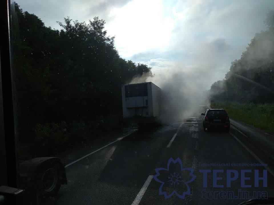 На Тернопільщині дощенту згоріла вантажівка: утворились затори, а стовп диму було видно на кількасот метрів (ФОТОФАКТ), фото-3